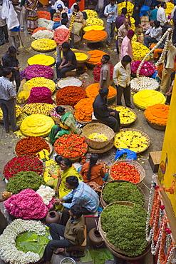 Flower necklace sellers in City Market, Bengaluru (Bangalore), Karnataka state, India, Asia