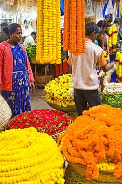 Flower garland sellers, City market, Bangaluru (Bangalore), Karnataka, India, Asia