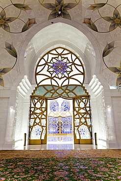 Interior of the prayer hall of Sheikh Zayed Bin Sultan Al Nahyan Mosque, Abu Dhabi, United Arab Emirates, Middle East