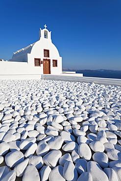 Church overlooking Aegean Sea in the village of Oia, Santorini (Thira), Cyclades Islands, Greek Islands, Greece, Europe