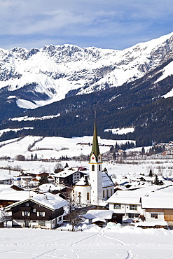 Ellmau ski resort, Wilder Kaiser mountains beyond, Tirol, Austrian Alps, Austria, Europe