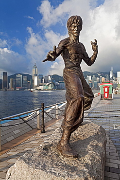 Kung Fu film star Bruce Lee statue, The Avenue of Stars, Tsim Sha Tsui, Kowloon, Hong Kong, China, Asia
