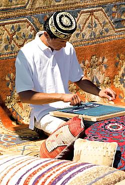 Man weaving carpet, Marmaris, Anatolia, Turkey Minor, Eurasia