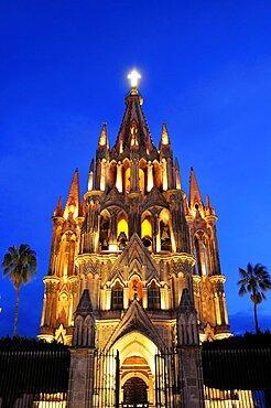 Mexico, Bajio, San Miguel de Allende, La Parroquia de San Miguel Arcangel neo-gothic exterior illuminated at night.