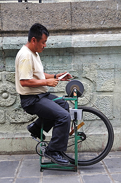 Mexico, Oaxaca, Knife sharpener in the Zocalo.