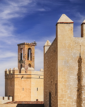 Spain, Extremadura, Badajoz, Alcazaba walls with Espantaperros tower.