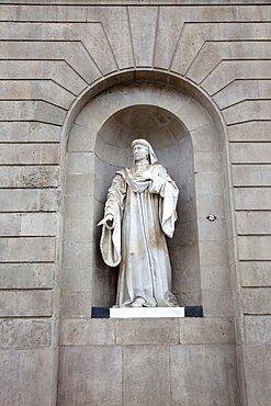 Spain, Catalonia, Barcelona, Statue of Juan Hualler Conseller Il de Barcelona on City Hall, Placa de Sant Jaume in the Gothic Quarter.