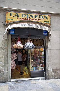 Spain, Catalonia, Barcelona, La Pineda Xarcuteria in the Gothic Quarter.