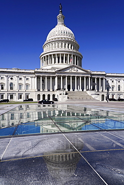 USA, Washington DC, Capitol Building, Central section and dome reflected in Capitol Visitor Centre roof.