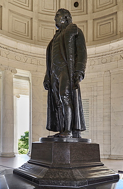 USA, Washington DC, National Mall, Thomas Jefferson Memorial, Bronze statue of the former President inside the building.