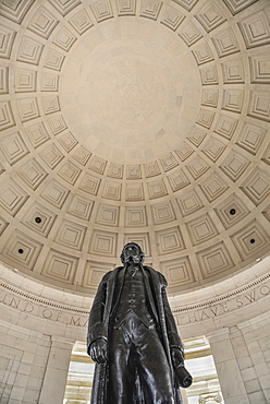 USA, Washington DC, National Mall, Thomas Jefferson Memorial, Bronze statue of the former President under the building's dome.