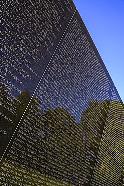 USA, Washington DC, National Mall, Vietnam Veterans Memorial, The Memorial Wall with the names of those killed or missing in action during the Vietnam War.
