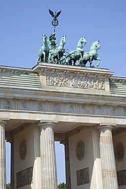 Germany, Berlin, Mitte, Brandenburg Gate in Pariser Platz.