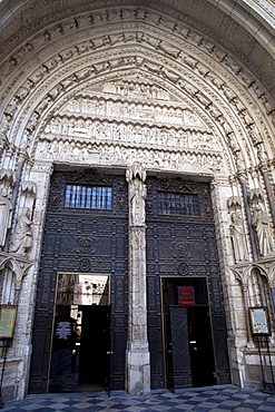 Spain, Castilla La Mancha, Toldeo, The main entrance to Cathedral.