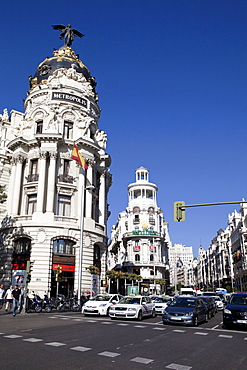 Spain, Madrid, Busy traffic on Alcala Grand Via junction next to the Metropolis building.