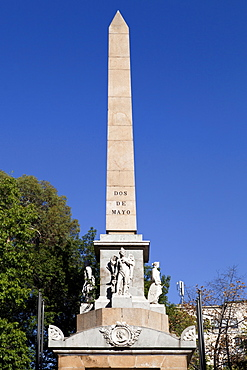 Spain, Madrid, Monument to the Fallen for Spain from 1840 at the Plaza de la Lealtad.