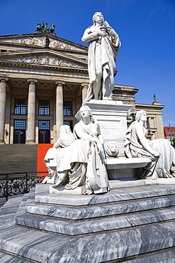 Germany, Berlin, Mitte, The Gendarmenmarkt square with a statue of the German poet and philosopher Friedrich Schiller in front of the Konzerthaus Concert Hall, home to the Berlin Symphony Orchestra.