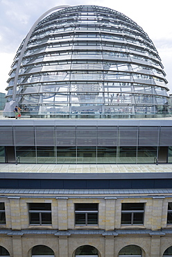 Germany, Berlin, Mitte, Tiergarten, exterior of the glass dome on the top of the Reichstag building designed by architect Norman Foster with a double-helix spiral ramp around the mirrored cone that reflect light into the debating chamber of the Bundestag below.