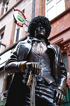 Ireland, County Dublin, Dublin City, Statue of Phil Lynott front man of Irish rock band Thin Lizzy outside Bruxelles bar in Harry Street.