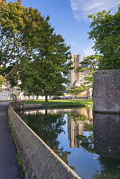 Wells Cathedral reflected in the Bishop's Palace moat, Wells, Somerset, England, United Kingdom, Europe