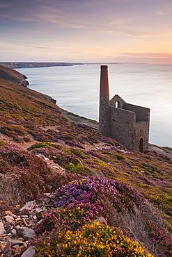 Towanroath Engine House (Wheale Coates), UNESCO World Heritage Site, on the clifftops near St. Agnes, Cornwall, England, United Kingdom, Europe
