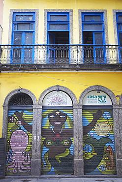 Colonial architecture and colourful mural, Centro, Rio de Janeiro, Brazil, South America