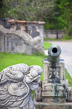 Statue and cannon in Forbidden Purple City in Citadel, UNESCO World Heritage Site, Hue, Thua Thien-Hue, Vietnam, Indochina, Southeast Asia, Asia