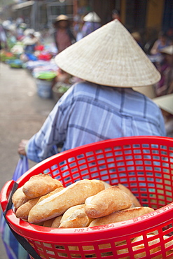 Women selling vegetables at market, Hoi An, Quang Nam, Vietnam, Indochina, Southeast Asia, Asia