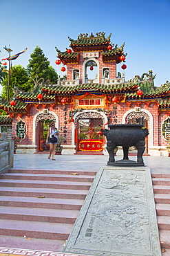 Tourist at Phouc Kien Assembly Hall, Hoi An, UNESCO World Heritage Site, Quang Nam, Vietnam, Indochina, Southeast Asia, Asia