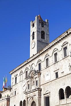 Palazzo dei Capitani del Popolo in Piazza del Popolo, Ascoli Piceno, Le Marche, Italy, Europe