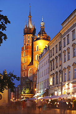 St. Mary's Church in Main Market Square (Rynek Glowny) at dusk, UNESCO World Heritage Site, Krakow, Poland, Europe