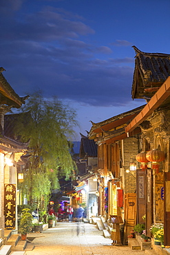 Alleyway at dusk, Lijiang, UNESCO World Heritage Site, Yunnan, China, Asia