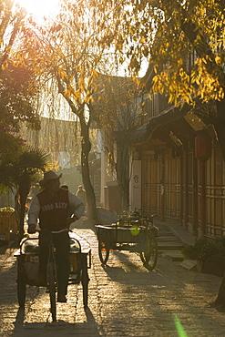 Street scene, Lijiang, UNESCO World Heritage Site, Yunnan, China, Asia