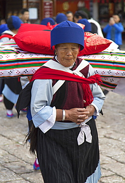 Naxi woman wearing traditional clothing, Lijiang, UNESCO World Heritage Site, Yunnan, China, Asia