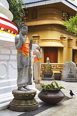 Statues at Gangaramaya temple, Cinnamon Gardens, Colombo, Sri Lanka, Asia