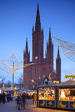 Christmas market and Marktkirche (Market Church) at dusk, Wiesbaden, Hesse, Germany, Europe