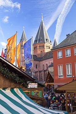 Christmas Market and Mainz Cathedral, Mainz, Rhineland-Palatinate, Germany, Europe