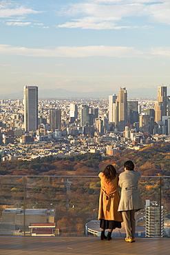 Couple on rooftop of Shibuya Scramble Square, Shibuya, Tokyo, Honshu, Japan, Asia