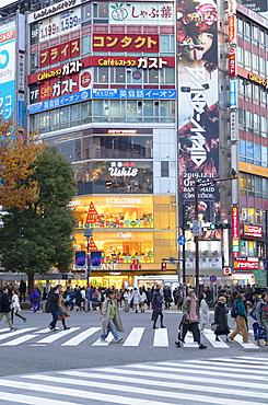 People crossing Shibuya Crossing, Shibuya, Tokyo, Honshu, Japan, Asia