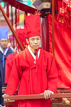 Traditional parade outside Changdeokgung Palace, Seoul, South Korea, Asia