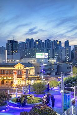 Seoul 7017 Skygarden and Seoul Station at dusk, Seoul, South Korea, Asia
