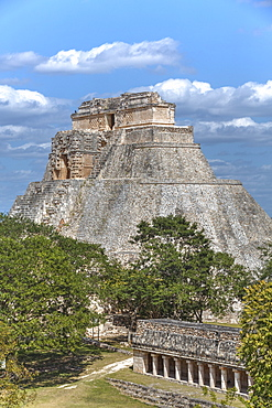 Columns Building in the foreground, and Pyramid of the Magician beyond, Uxmal, Mayan archaeological site, UNESCO World Heritage Site, Yucatan, Mexico, North America