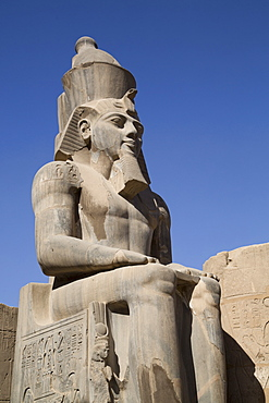 Statue of seated Ramses II, Court of Ramses II, Luxor Temple, Luxor, Thebes, UNESCO World Heritage Site, Egypt, North Africa, Africa