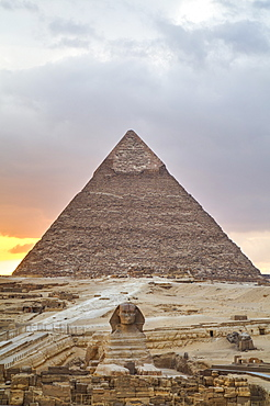 Sunset, Sphinx in foreground and the Pyramid of Chephren, The Pyramids of Giza, UNESCO World Heritage Site, Giza, Egypt, North Africa, Africa