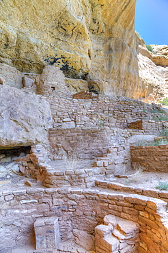 Kiva in foreground, Step House Ruin, dates from 626AD to 1226AD, Mesa Verde National Park, UNESCO World Heritage Site, Colorado, United States of America, North America
