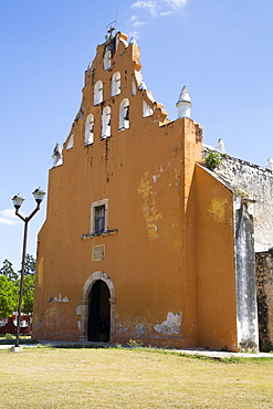 Church of Santiago Apostol, founded in 17th century, Dzan, Yucatan, Mexico, North America