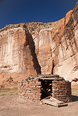 Canyon de Chelly National Monument, old Hogan (a Navajo Traditional House), Arizona, United States of America, North America