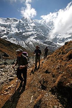 Trekkers at 5000 metres, high Khumbu, Himalayas, Nepal, Asia