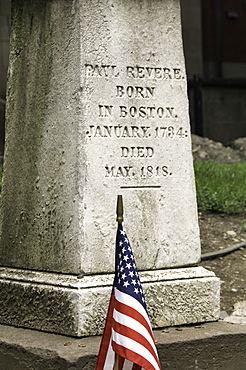 Memorial at Paul Revere's grave in the Old Granary Burying Ground in Boston, Massachusetts, New England, United States of America, North America