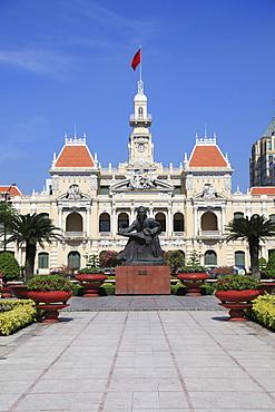 Peoples Committee Building, City Hall, Hotel de Ville, Ho Chi Minh Statue, Ho Chi Minh City, Saigon, Vietnam, Asia